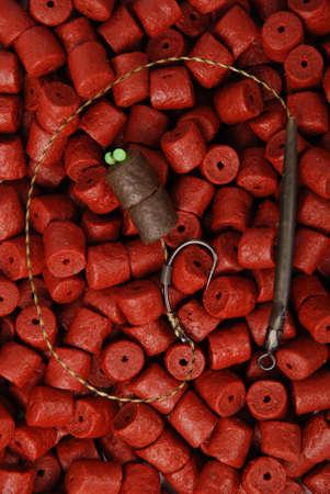 Cebo de pesca con gancho en pellets de fletán rojo preperforado para el fondo de la pesca de la carpa