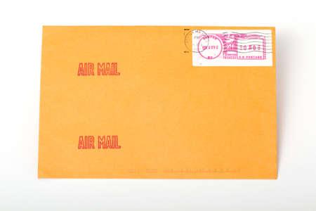 telegrama: sobres puesto de color amarillo con letras y un espacio en blanco para la direcci�n o una inscripci�n Foto de archivo