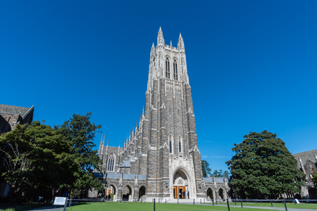 Front view of the Duke Chapel tower in early fall, Durham, North Carolina Banque d'images - 110805146