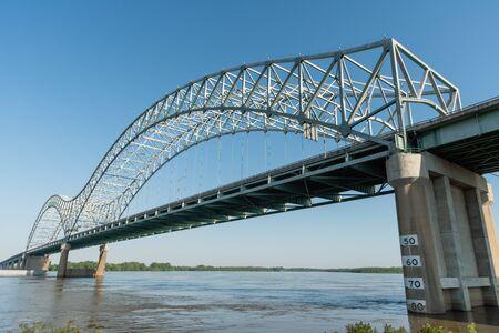 Prachtig uitzicht op de Mississippi-rivier in de lente vanuit het Mud Island River Park in Memphis, Tennessee