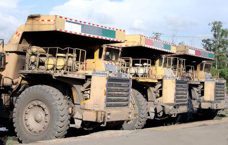 tonnes: Heavy coal dumpers in a row