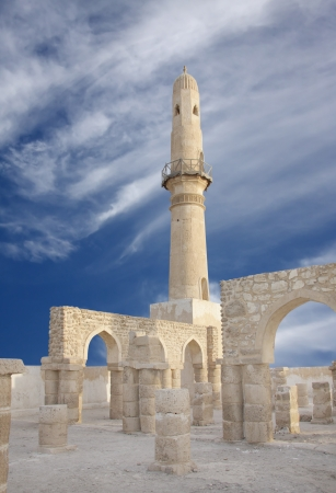 Ruins showing archway in the walls of Khamis mosque