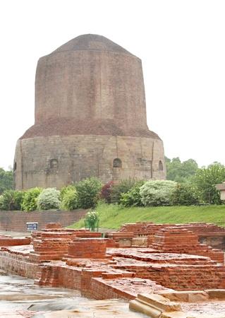 Dhamekh Stupa   Panchaytan temple Ruins in Sarnath, India Stock Photo - 17430152