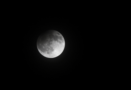 lunar eclipse: Partial Lunar eclipse on 25 April 2013 at 23 00 33, Bahrain