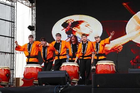mesmerising: SHAKIR, BAHRAIN - APRIL 19: Taiko drummers performs at Formula 1 village, vending area & entertainment in 2013 Formula 1 Gulf Air Bahrain Grand Prix on April 19, 2013 in Shakir, Bahrain
