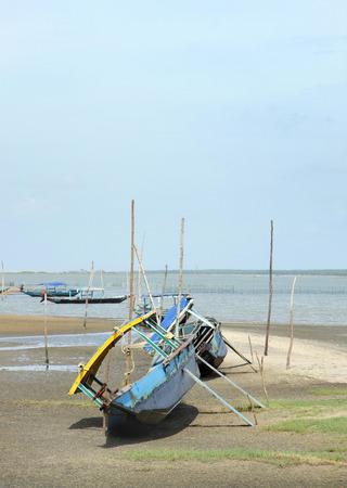 chilika: Fixing the damaged parts of fishing boat in chilika lake, Orissa Stock Photo