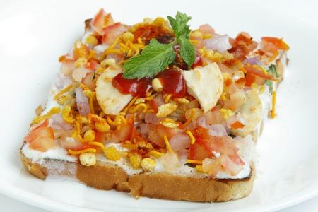 chaat: Delicious bread Dahi papdi Chaat