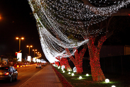 42nd: MUHARRAQ, BAHRAIN - DECEMBER 17: Beautiful illumination and decoration on 17 December, 2013 on the occasion of Bahrain 42nd National Day at Muharraq, Bahrain