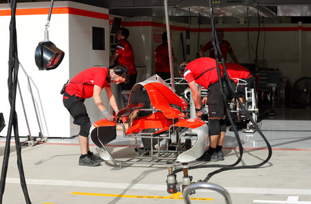 pit stop: Pit stop garage of team Sauber on Thursday April 16 2015 Formula 1 Gulf Air Bahrain Grand Prix 2015