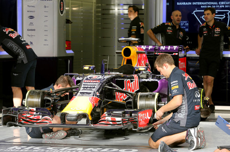 pit stop: Pit stop garage of team Red Bull on Thursday April 16 2015 Formula 1 Gulf Air Bahrain Grand Prix 2015