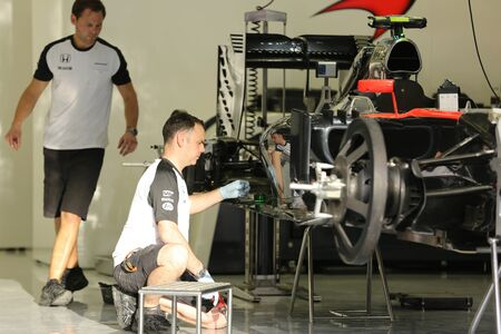 pit stop: Pit stop garage of team Mclaren on Thursday April 16 2015 Formula 1 Gulf Air Bahrain Grand Prix 2015