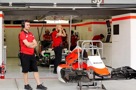 pit stop: Pit stop garaje del equipo Sauber el jueves 16 de abril 2015 de F�rmula 1 Gulf Air Gran Premio de Bahrein 2015 Editorial