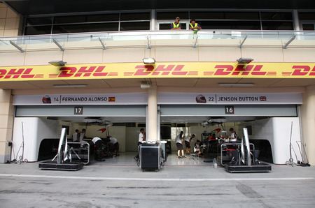 pit stop: Pit stop garage of team Williams on Thursday April 16 2015 Formula 1 Gulf Air Bahrain Grand Prix 2015