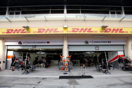 pit stop: Pit stop garaje del equipo Force India el jueves 16 de abril 2015 de F�rmula 1 Gulf Air Gran Premio de Bahrein 2015