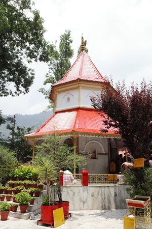 devi: Beautiful ancient Naina Devi temple in Nainital