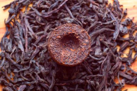 Aromatic nero pu-erh da provincia dello Yunnan in Cina Leaves subisce doppia fermentazione e compressi in mattoni bevanda sana Archivio Fotografico - 12949232