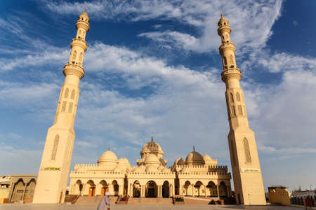 aladin: Exterior of El Mina Masjid Mosque in Hurghada, Egypt