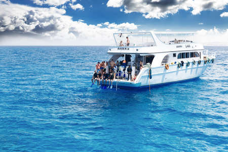 diving mask: HURGHADA, EGYPT - MAY 19, 2015: Yacht with scuba divers in the Red sea.