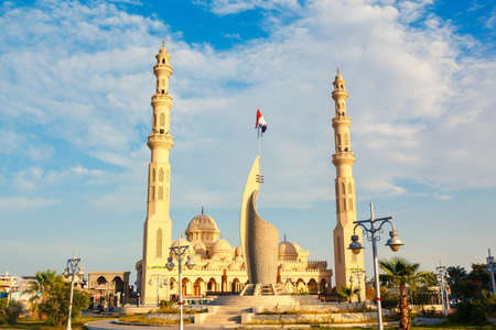 HURGHADA, EGYPT - MAY 20, 2015: The Port Grand Mosque and memorial monument located on Shedwan street, on May 20 in Hurghada.