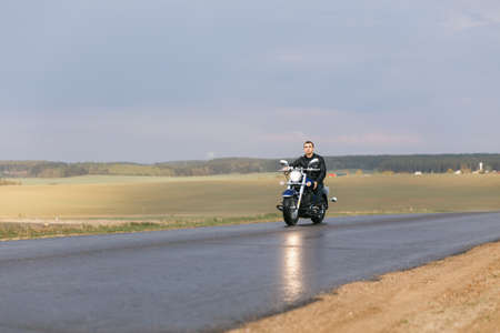 motorsprot: Man riding a motorcycle on the country road Stock Photo