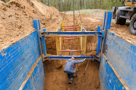 struts: Installation of metal supports to protect the walls of the trench. The lining protects the walls from collapsing and save the workers.