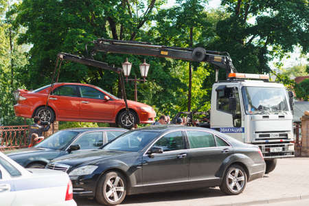 sconce: Hrodna, Belarus - June 20, 2017: The evacuator evacuates illegally parked car from the sidewalk