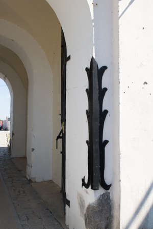 Metal element on the corner of the arch to protect the castle walls from incoming traffic 版權商用圖片