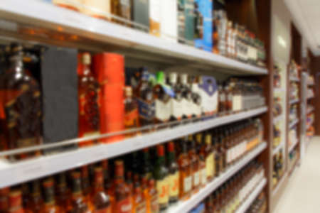 Blurred image of shelves with alcoholic beverages in the duty free shop Bela Market Duty Free. Stockfoto