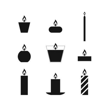 Vlakke pictogrammen Kerst kaarsen geïsoleerd op een witte achtergrond. Pictogrammen kaarsen. 9 verschillende kaarsen in vlakke stijl. Kaarsen collectie. Silhouetten van de kaarsen op een witte achtergrond