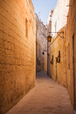 mediterranian houses: Ancient narrow street in Mdina, Malta.