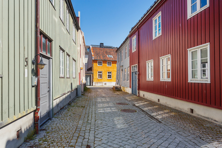 Colorful buildings on streets of Trondheim, Norway. Scandinavian style of architecture. 免版税图像