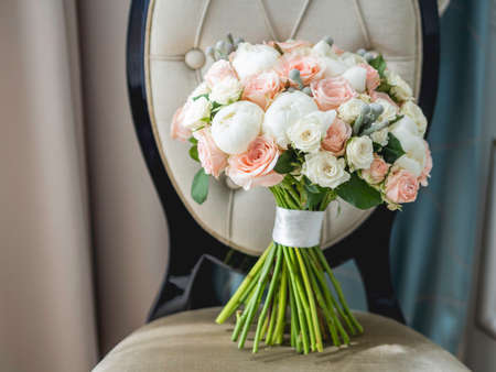 Beautiful bridal bouquet. White and pink roses and peonies. Traditional floral composition for bride on wedding ceremony. Stockfoto