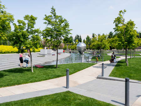 KRASNODAR, RUSSIA - June 01, 2021. People relaxes near fountains and lawns in famous Krasnodar urban park. Redactioneel