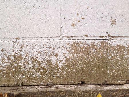 風化したコンクリートの壁。