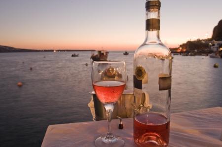 Odmianę lokalnych win wzrosła z greckiej wyspie Santorini