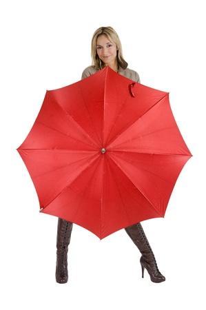 Szczęśliwy uÅ›miechniÄ™ta kobieta z jej pÅ'aszcz nieprzemakalny i parasol Zdjęcie Seryjne