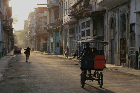 vieja: Early morning in the streets of Havana Vieja