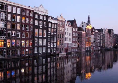 The Damrak canal, running between Amsterdam Centraal and Dam Square in the north, Holland Stock Photo