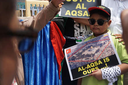 protester: KUALA LUMPUR, MALAYSIA - 21 July 2017:Protesters gather to protest the closure of Al-Aqsa Mosque and holding banners Save Palestine Free Al-aqsa against Israeli Governments at Tabung Haji Building Editorial