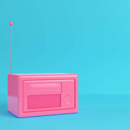 Pink retro styled radio on bright blue background in pastel colors Reklamní fotografie