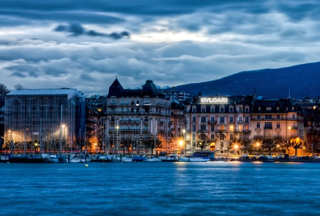 January 2nd, 2012. Geneva cityscape at dawn. Picture can be used to depict Geneva as a major European tourist and shopping destination Éditoriale