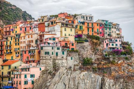Colored buildings in Manarola, Cinque Terre, Italy  Manarola