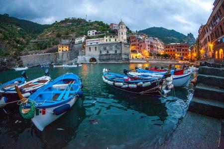 vernazza: Boats at Vernazza s harbor, Cinque Terre, Italy