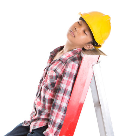 collarin: Concepto de imagen de una joven con sombrero de dificultades para dormir en una escalera Foto de archivo