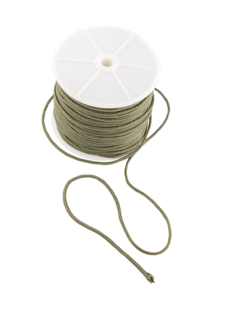 abseilen: Gr�n para Kabel auf wei�em Hintergrund