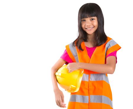 cute teen girl: Молодая десятилетний ребенок азиатская девушка с каску и светоотражающий жилет на белом фоне