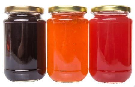 Bosbessen, aardbeien en oranje fruit gebotteld jam Stockfoto