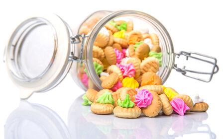 ombligo: Belly botón helado galletas gema en un frasco de vidrio Foto de archivo