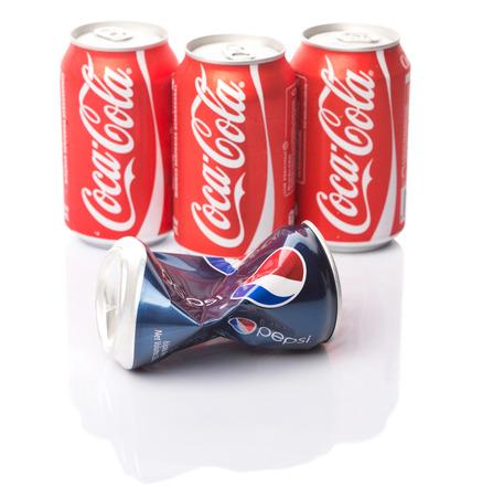 KUALA LUMPUR, MALAYSIA - 14. Januar 2015 Pepsi Und Coca Cola ...