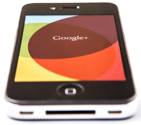 google plus: KUALA LUMPUR, Malasia - el 9 de febrero de 2015. Las aplicaciones Google Plus. Lanzado el 28 de junio de 2011, Google+ o Google Plus es un servicio de redes sociales y la identidad que es propiedad y est� operado por Google Inc.